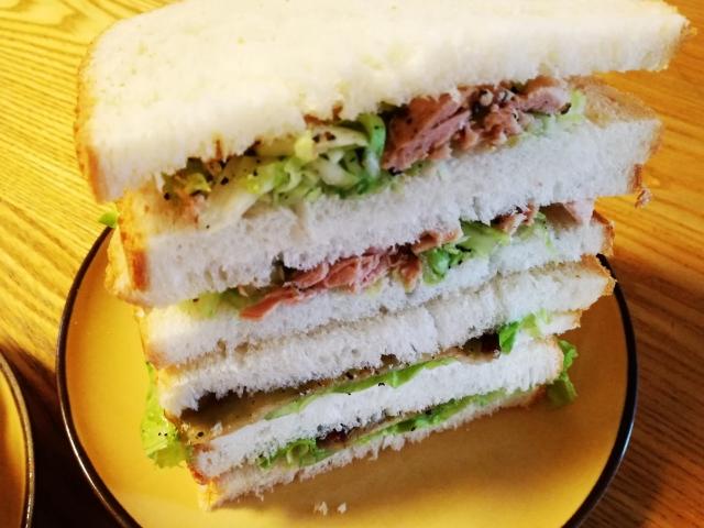 サンドイッチとリンゴジャムと米粉パン♪